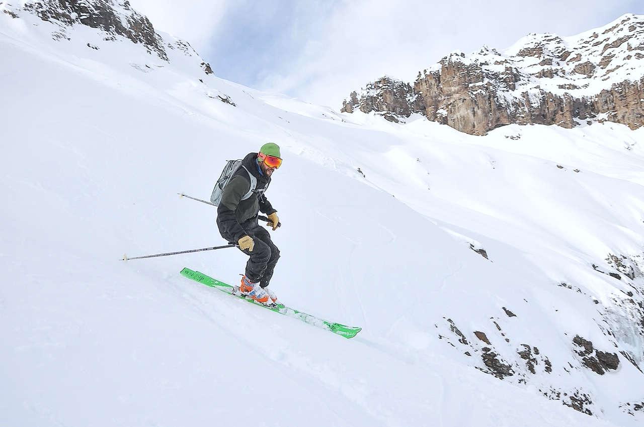 persona esquiando fuera de pista nieve cerro chapelco